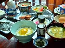 タマゴ掛けご飯の付いた朝食のイメージ