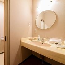 *【客室一例】各部屋に洗浄機付きトイレ・洗面台を設置しております。