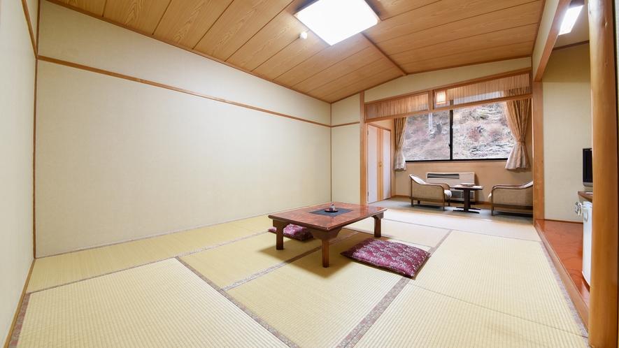 *【客室一例】清潔感溢れる和室。足を伸ばしてゆったりとお寛ぎください。