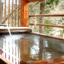 檜の香りに包まれて寛ぎのひととき♪貸切露天風呂