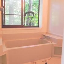 *【貸別荘:かわせみ】お風呂からも、裏五頭の自然を堪能することができます。