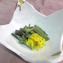*【山菜料理(一例)】春の山菜「わらび」は、シンプルにお浸しでどうぞ。