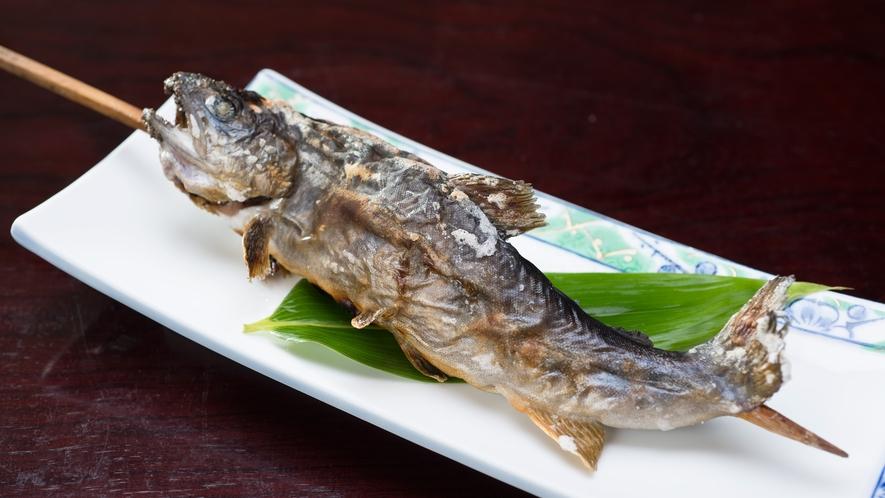 *【岩魚の炭火焼き】炭火で焼き上げる岩魚の塩焼きを通年を通してご提供しています。