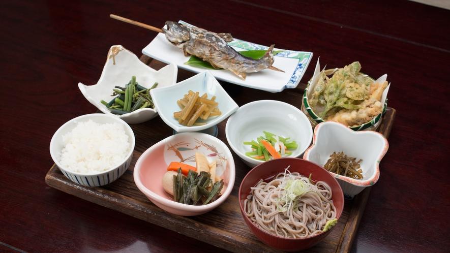 *【夕食(別荘用)】自家栽培した減農薬野菜や採れたての山菜など全てこだわりの食材を使用しております。