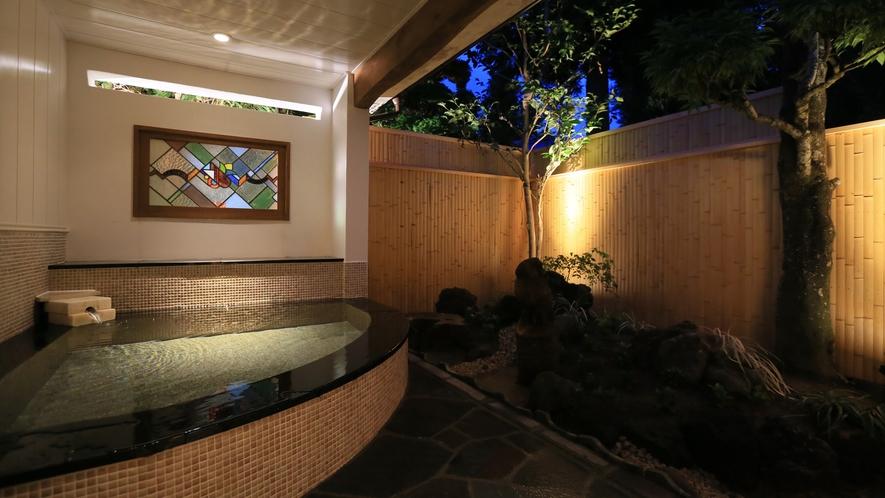 温泉露天付特別室72番の露天風呂