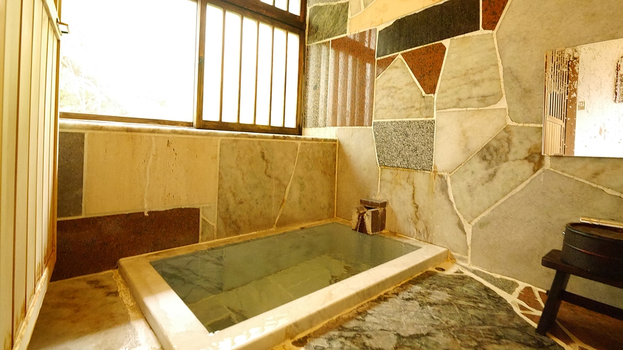 離れの内風呂一例