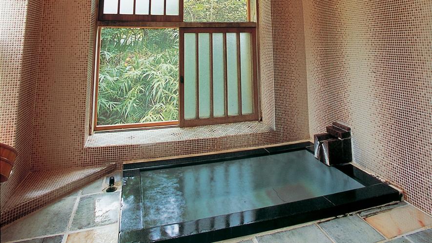 源泉かけ流し内風呂付き離れ81番の内風呂