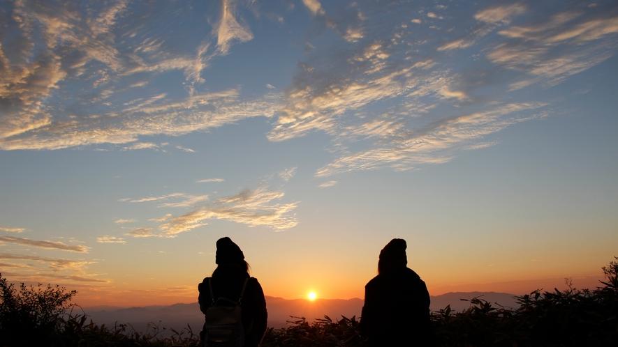天空の朝ごはん 山頂 女性2人