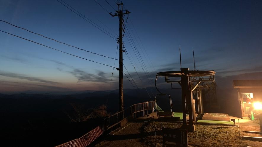 天空の朝ごはん 夜明け前のリフト山頂側