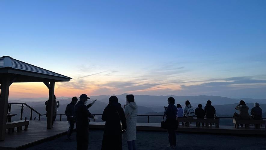 天空の朝ごはん 日の出前のひと時