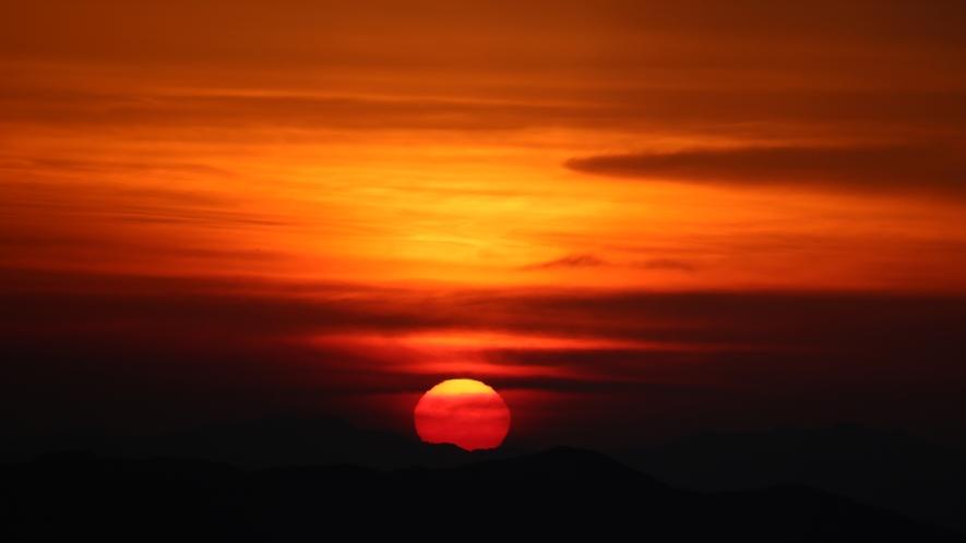 天空の朝ごはん 真っ赤な太陽