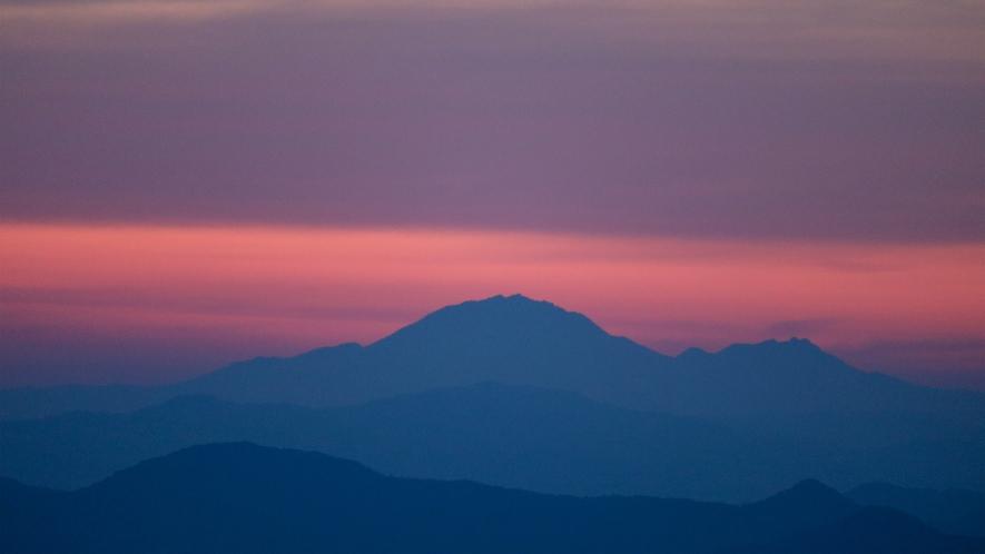天空の朝ごはん 山色のコントラスト