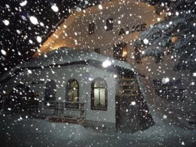 Cottage alice in snow