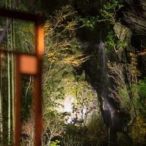 はなれ客室Cタイプ:スイート   和洋亭まどろみ/部屋から望める滝