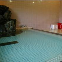 名湯として古くから親しまれている湯の花温泉、美肌の湯としても有名です。