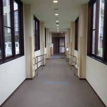 *宿泊施設から研修施設への渡り廊下