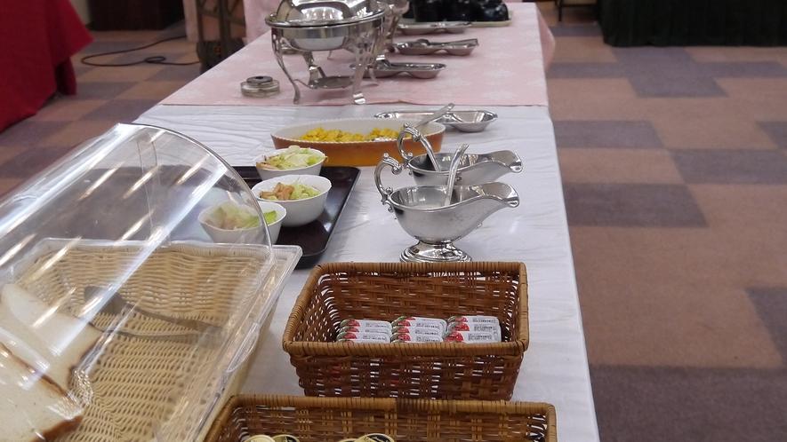 【朝食一例】朝食はバイキングスタイルです。
