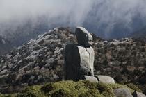 宮之浦岳手前のロボット岩