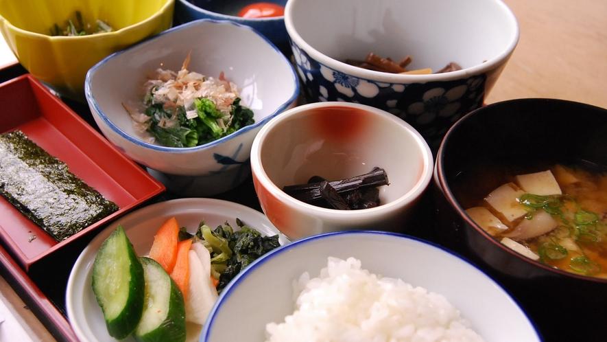 *【朝食一例】田舎の素朴な和定食♪卵もこだわりのものを取り寄せてます!