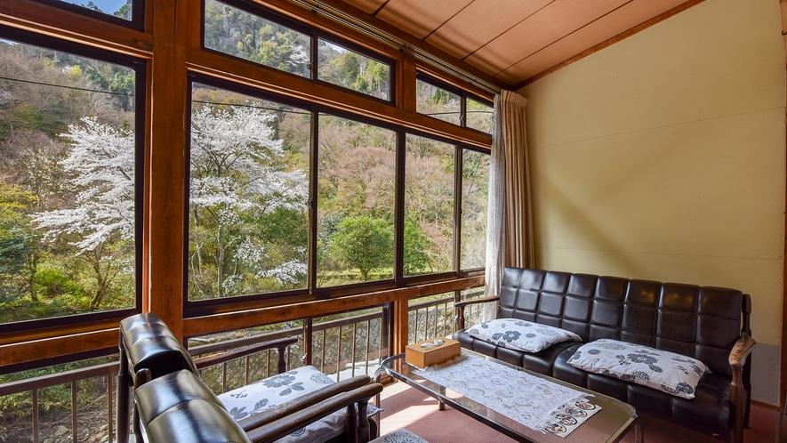 *【おまかせ和室】窓一面に広がる景色は何物にも代えがたい自然の贈物