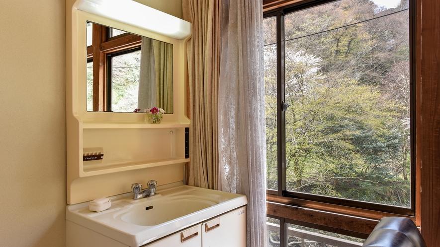 *【おまかせ和室】広縁に洗面所がございます。