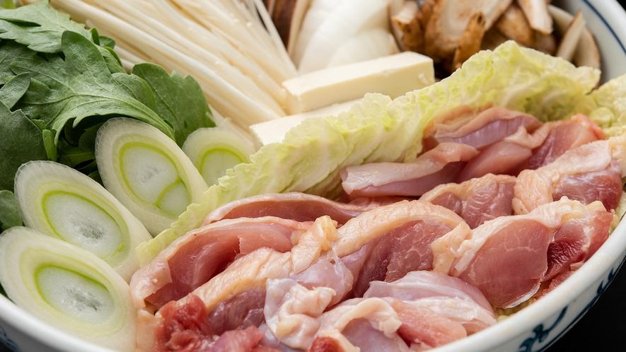 *【地鶏すき焼き】新鮮な地鶏はぷりぷりっの歯ごたえ!