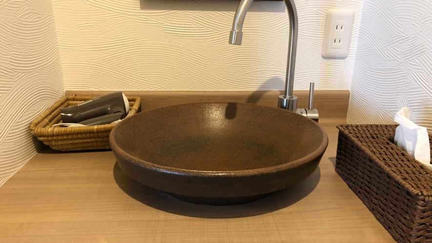 和洋室はトイレ・洗面付です。