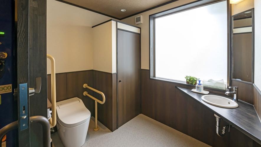 1階にはご年配の方や車いすの方でも利用しやすい多目的トイレがございます。
