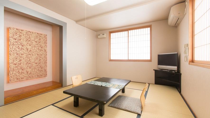 <二上-futakami>ひのき香る海側和室10畳。清潔感があり明るいお部屋です。