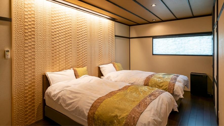 2F和洋室<雅-miyabi>のベッドルームです。シモンズ製のベッドでぐっすりお休みいただけます。