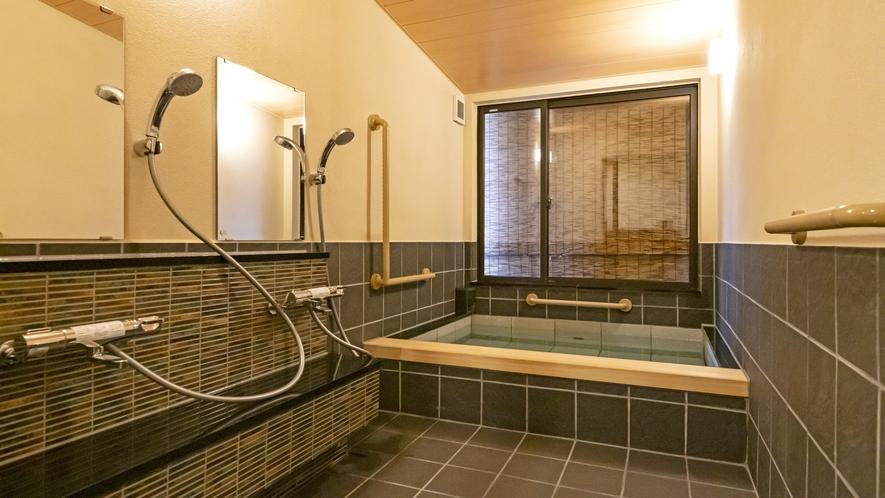 ご夫婦、ご家族に最適な小さめの貸切温泉です。予約不要・無料でご利用いただけます。