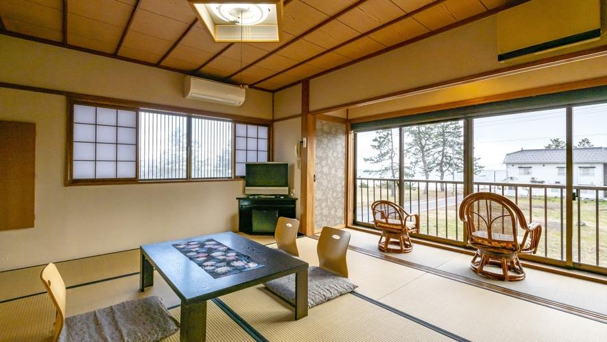 <立山-tateyama>海一望のゆったり和室。アウトバス・トイレとなっています。