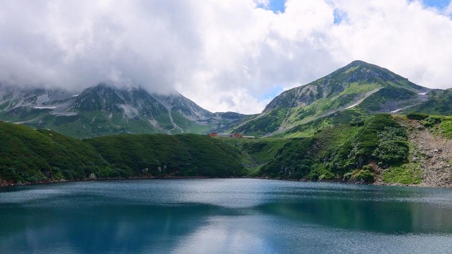 北アルプスで最も美しい火山湖といわれるみくりが池
