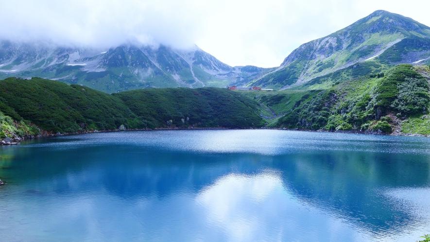 みくりが池は、標高2,405mに位置する立山火山の火山湖です