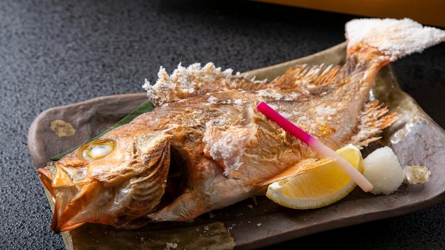 毎日店主が目利きして仕入れる新鮮な魚を塩焼きに。
