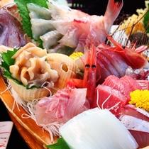 【舟盛りコース】食べて美味しい、見て感動する料理の数々です。