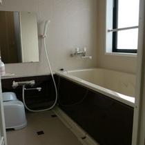 南側のお部屋はバス・温水洗浄便座トイレ付き。