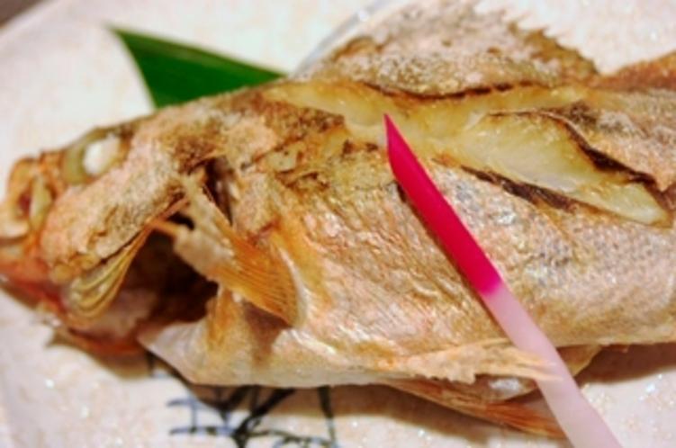 地魚のあつあつ1本焼魚(氷見尽くし膳の1品)季節や仕入れにより魚の種類が変わります