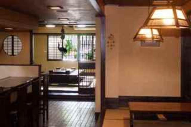 「割烹若竹」お食事処 30席(囲炉裏風のお部屋10席 ・カウンター席8席・ 3テーブル12席