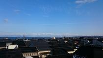 信貴館から見える景色 (黒瓦の家並みと富山湾)