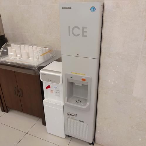 ウォーターサーバー、製氷機(無料)