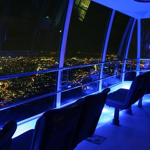 【周辺】皿倉山ケーブルカー/夜は車内の明かりが消え、幻想的な雰囲気を演出します。
