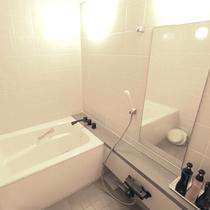 【和室一例】部屋付のお風呂も洗い場があり、湯船にゆっくり浸かることができます。