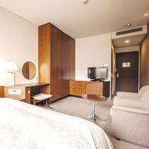 【シングル】充分な広さを備えた室内。ゆったり寛げる空間で過ごすひと時。