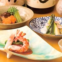 【割烹】料理に合う、30種類の本物の地酒造りにこだわった日本酒も取り揃えております。