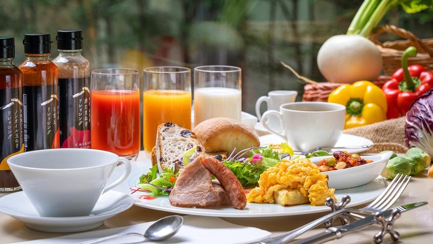 【洋朝食】新鮮な野菜のサラダは、「当館オリジナルドレッシング」で