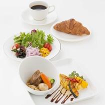 【ダイニングカフェチグサ】和食膳や洋食など豊富なメニューがございます。
