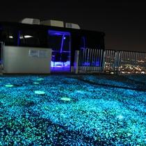 【周辺】皿倉山スロープカー/降車場もイルミネーションで明るく彩られています。