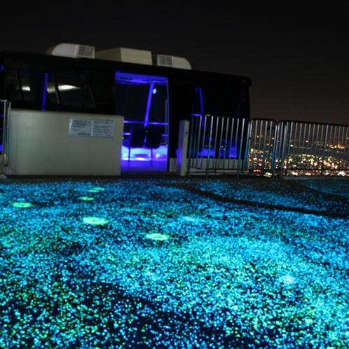 【周辺】皿倉山ケーブルカー/降車場もイルミネーションで明るく彩られています。