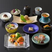 【夕食】千草会席。四季折々の素材をお楽しみいただけるお食事です。
